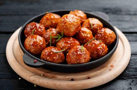 Moink Balls mit Barbecue-Sauce